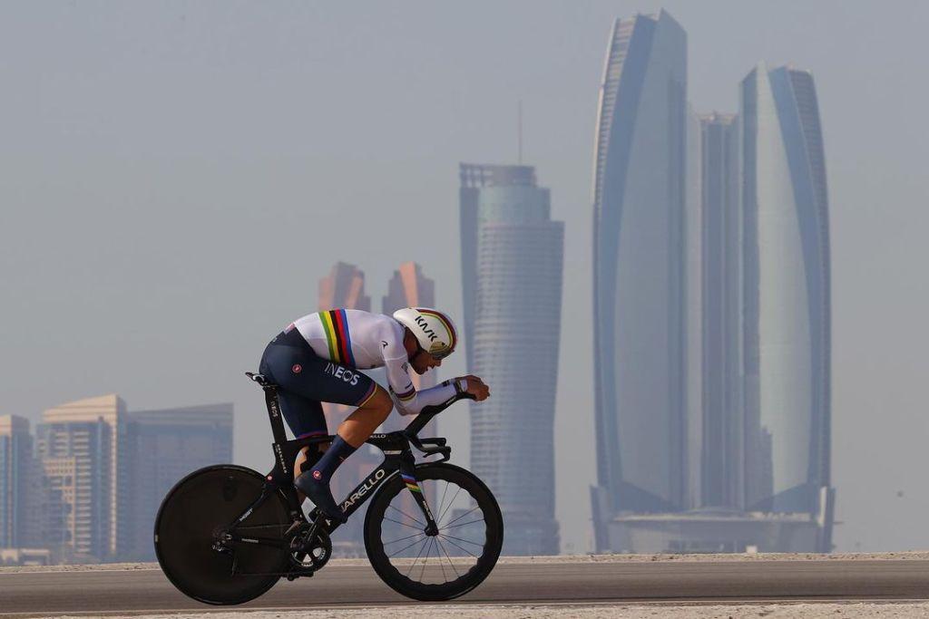 Il campione del mondo della cronometro alla prese con la prova inidviduale all'UAE Tour.