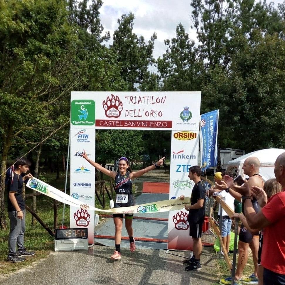 Manuela vince il suo primo triathlon alla sua prima partecipazione.
