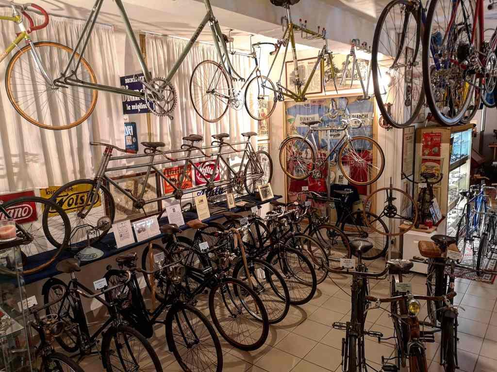 Alcune delle biciclette contenute nel museo Ciclocollection